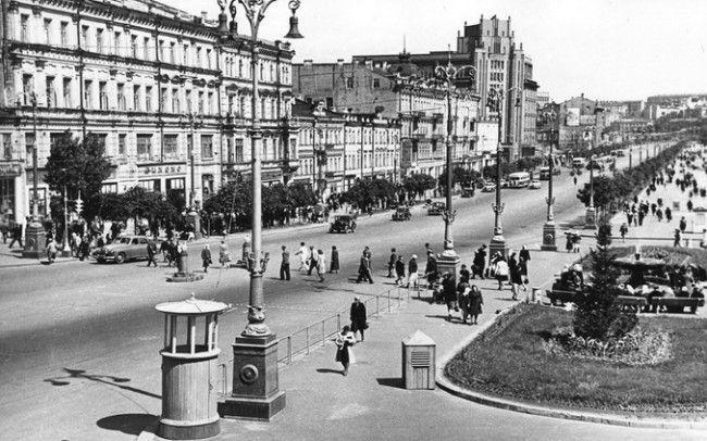 Отстроенный после войны Крещатик в Киеве в 1949 году