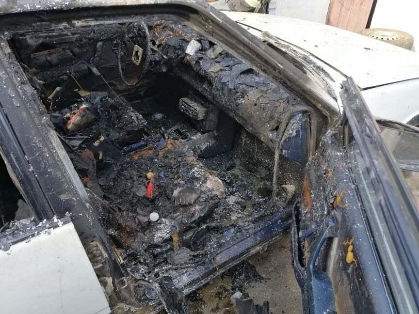 Автомобіль згорів, а дівчинка, яка підпалила його, отримала сильні опіки