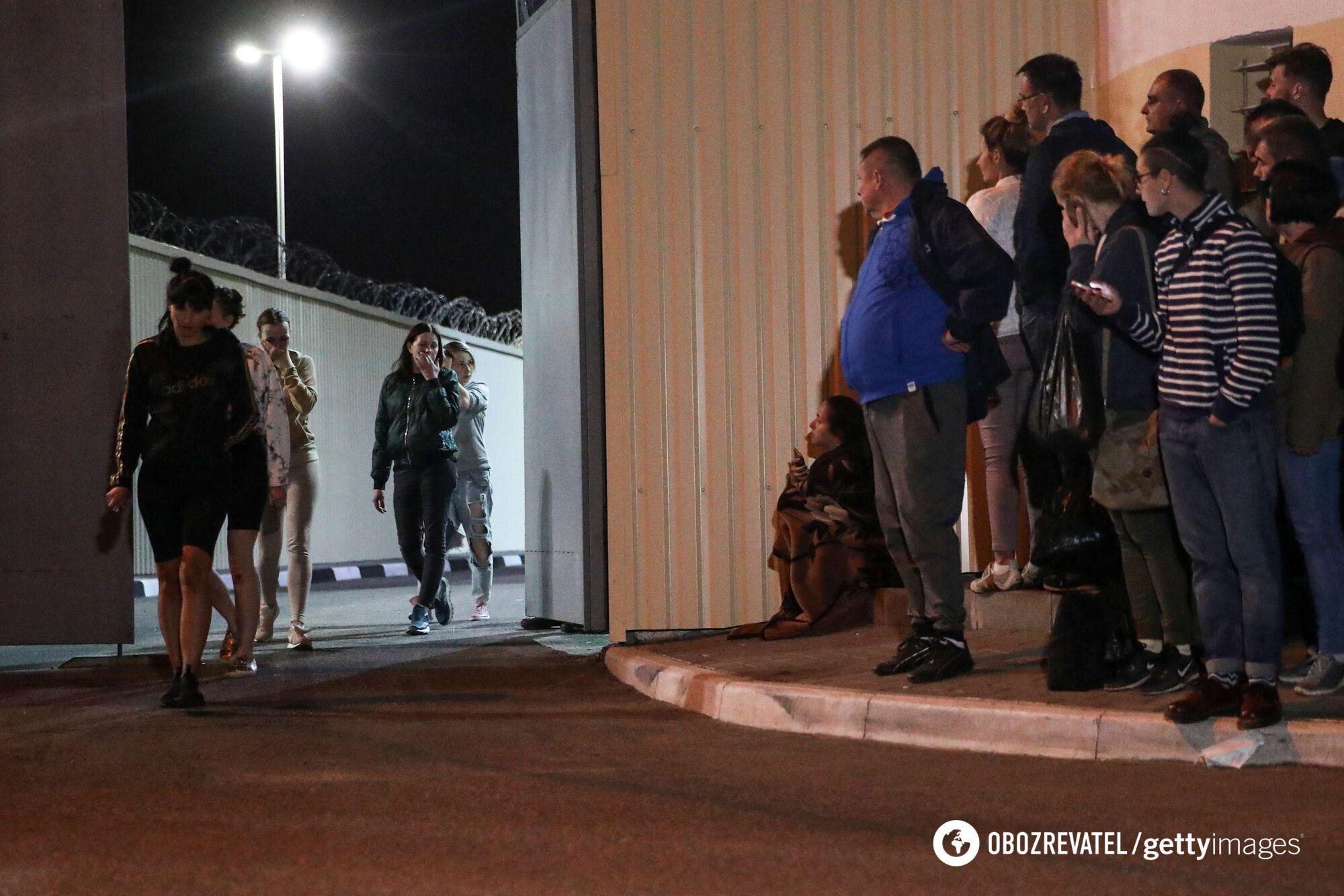 Протестующих начали отпускать ночью