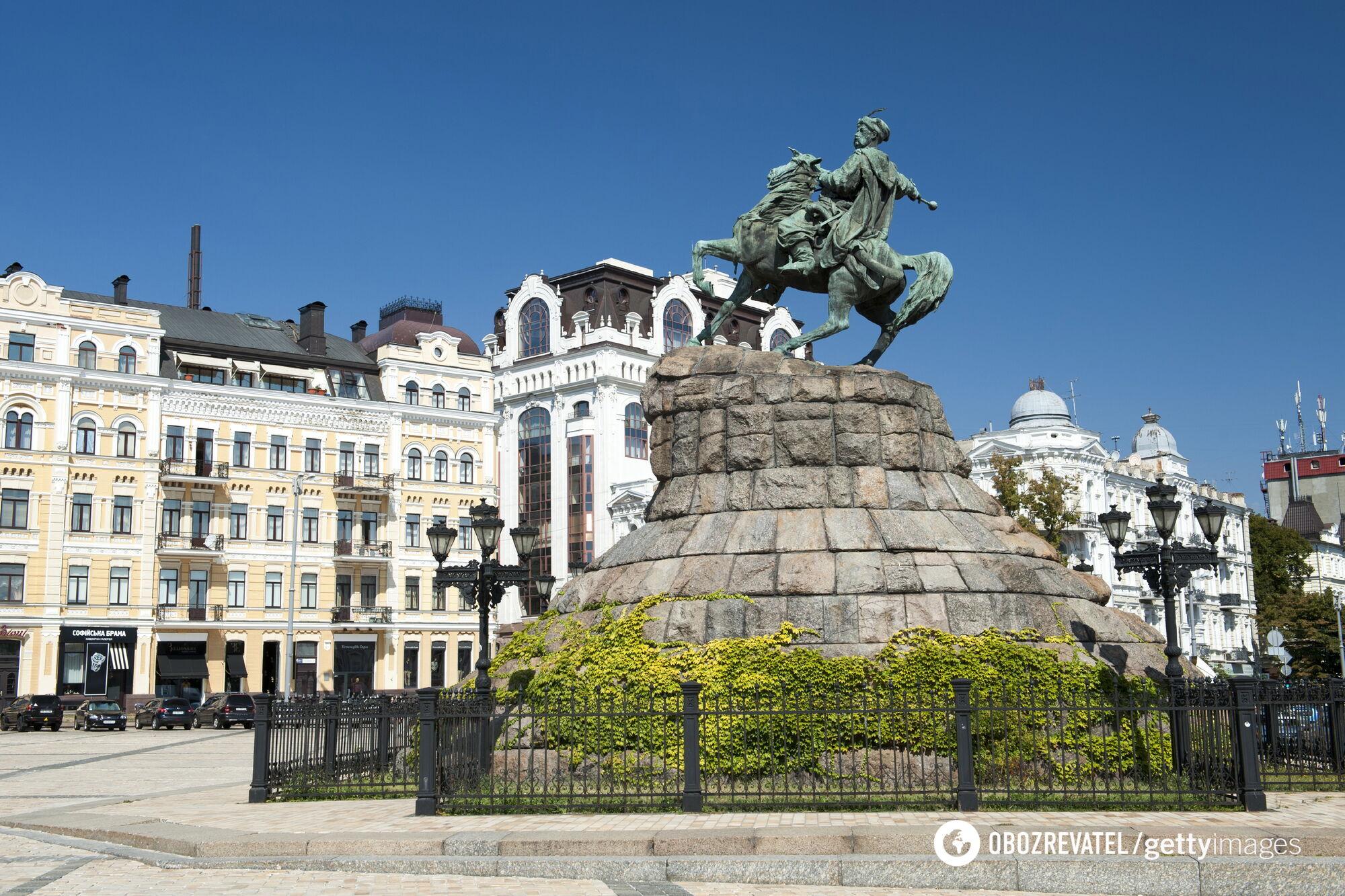 Памятник Богдану Хмельницкому в Киеве на Софийской площади