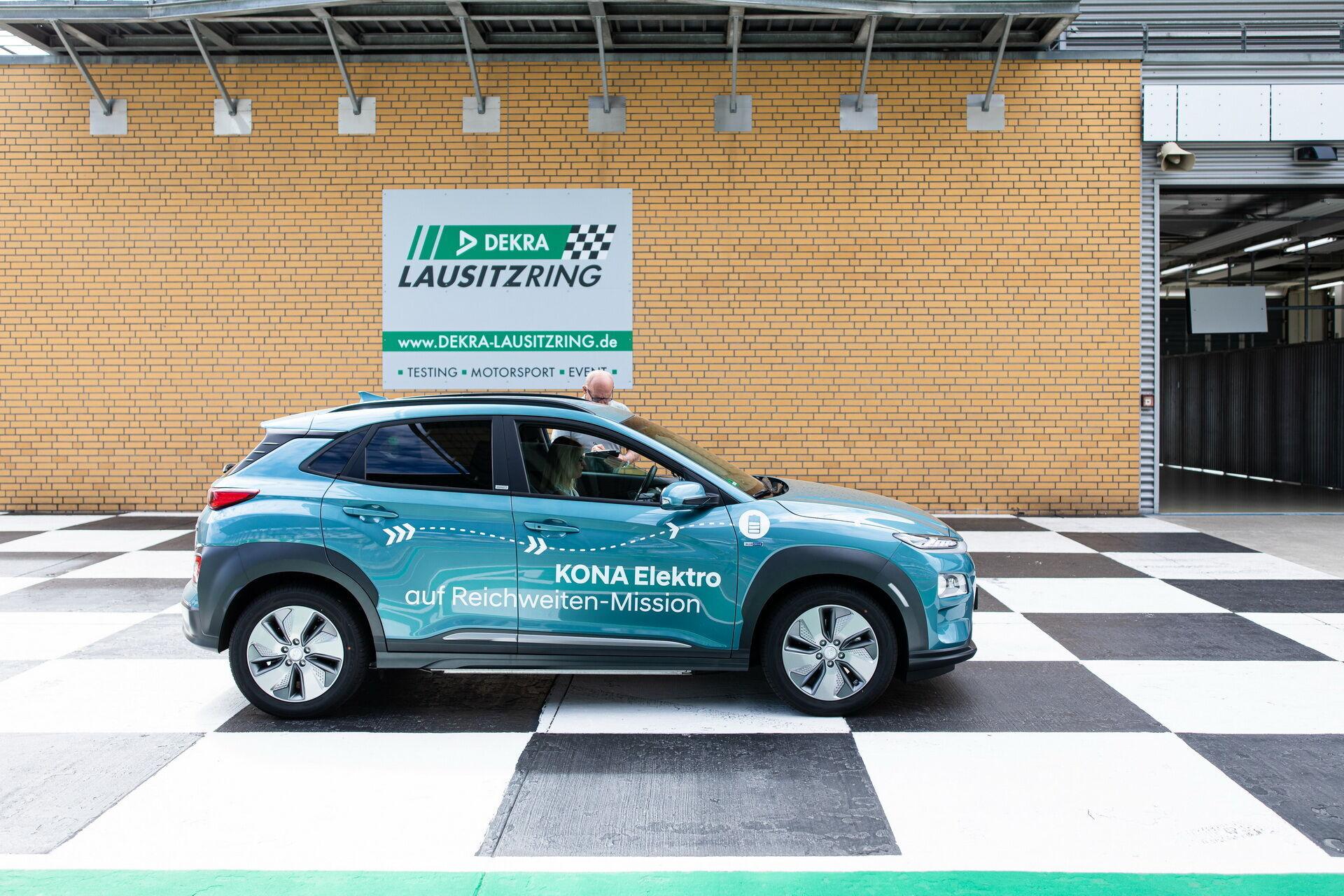 Электрические кроссоверы Hyundai проехали без подзарядки свыше 1000 км.