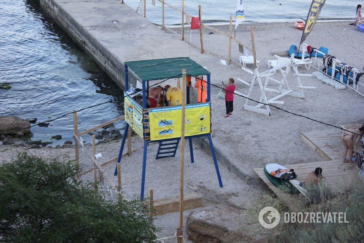В Одесі море затягнуло мазутною плівкою, люди купаються, а влада мовчить про небезпеку. Чим обернеться евакуація танкера Delfi