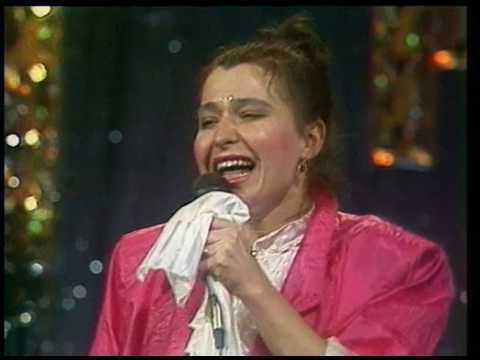 """Аліса Мон під час виконання пісні """"Подорожник-трава"""""""
