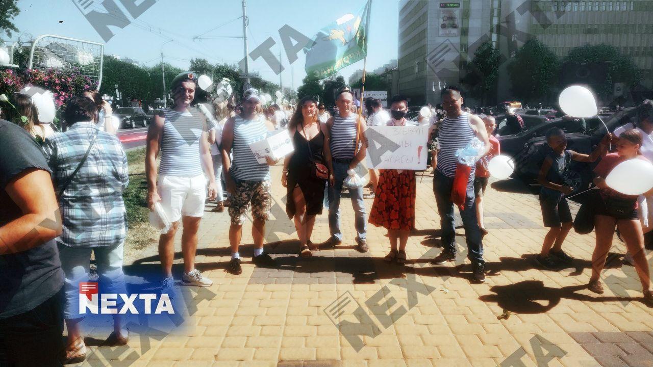 В Бресте бойцы ВДВ выразили солидарность с народом Беларуси.