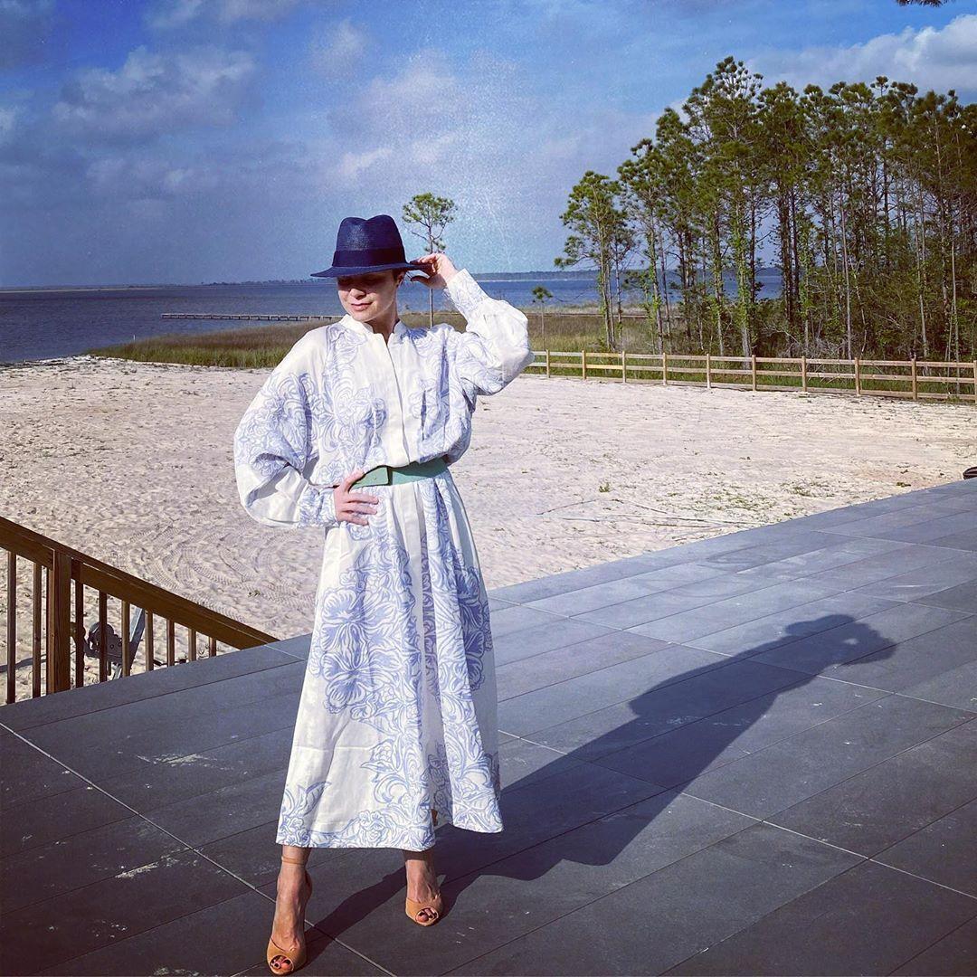 Лилия Подкопаева в платье