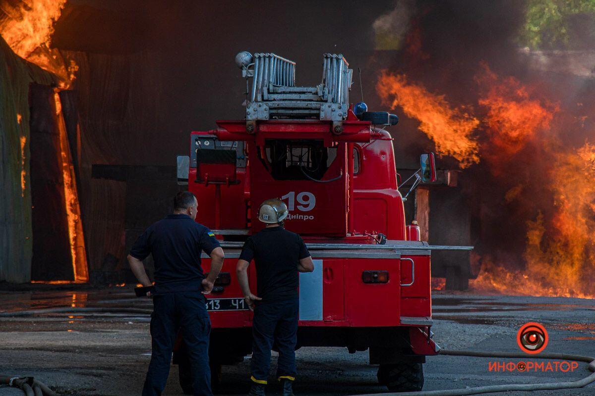 Рятувальники щосили боролися з вогнем