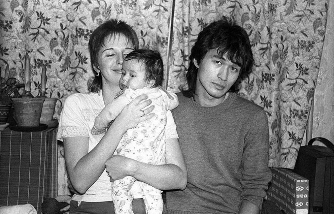 Виктор Цой с женой Марианной и сыном Сашей