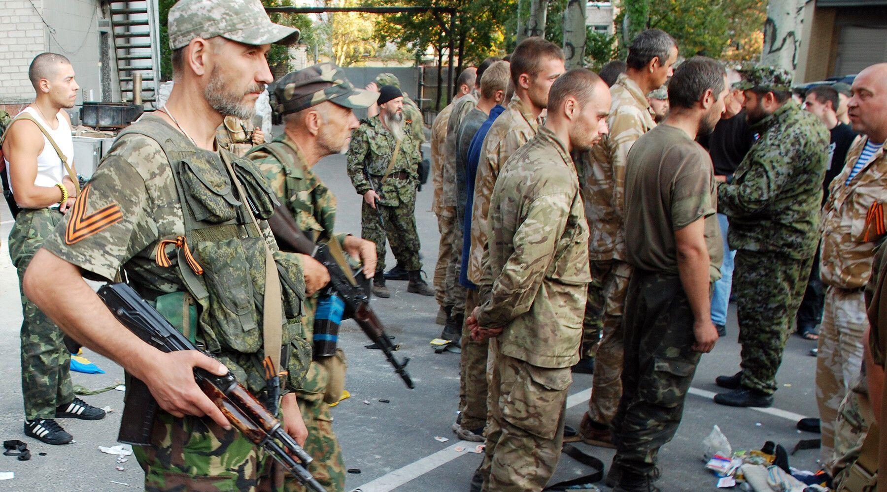 Російські пропагандисти активно знімали українських військовополонених.