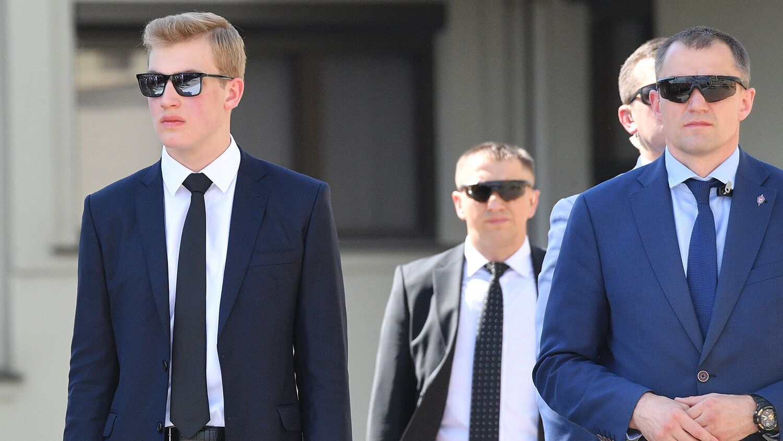 Миколу Лукашенка порівняли з охоронцем