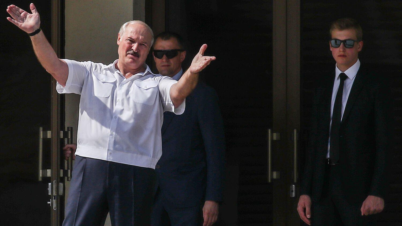 Син Лукашенка з'явився на мітингу в Мінську