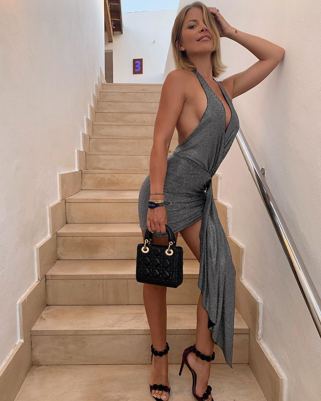 Инна Аого в платье