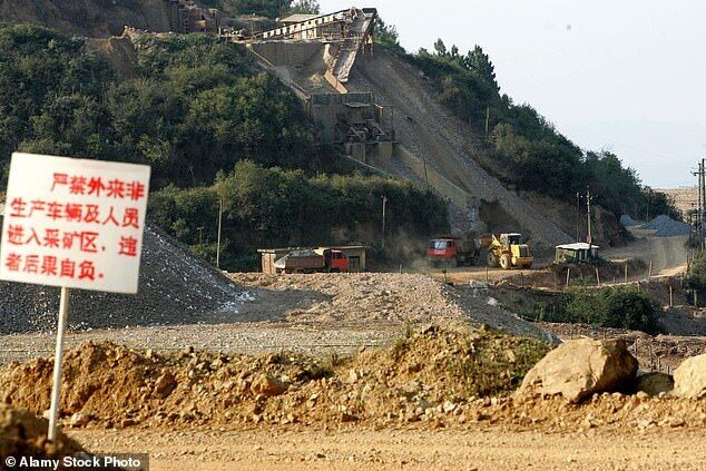 Ученые считают, что вирус мог появиться на руднике Модзян.