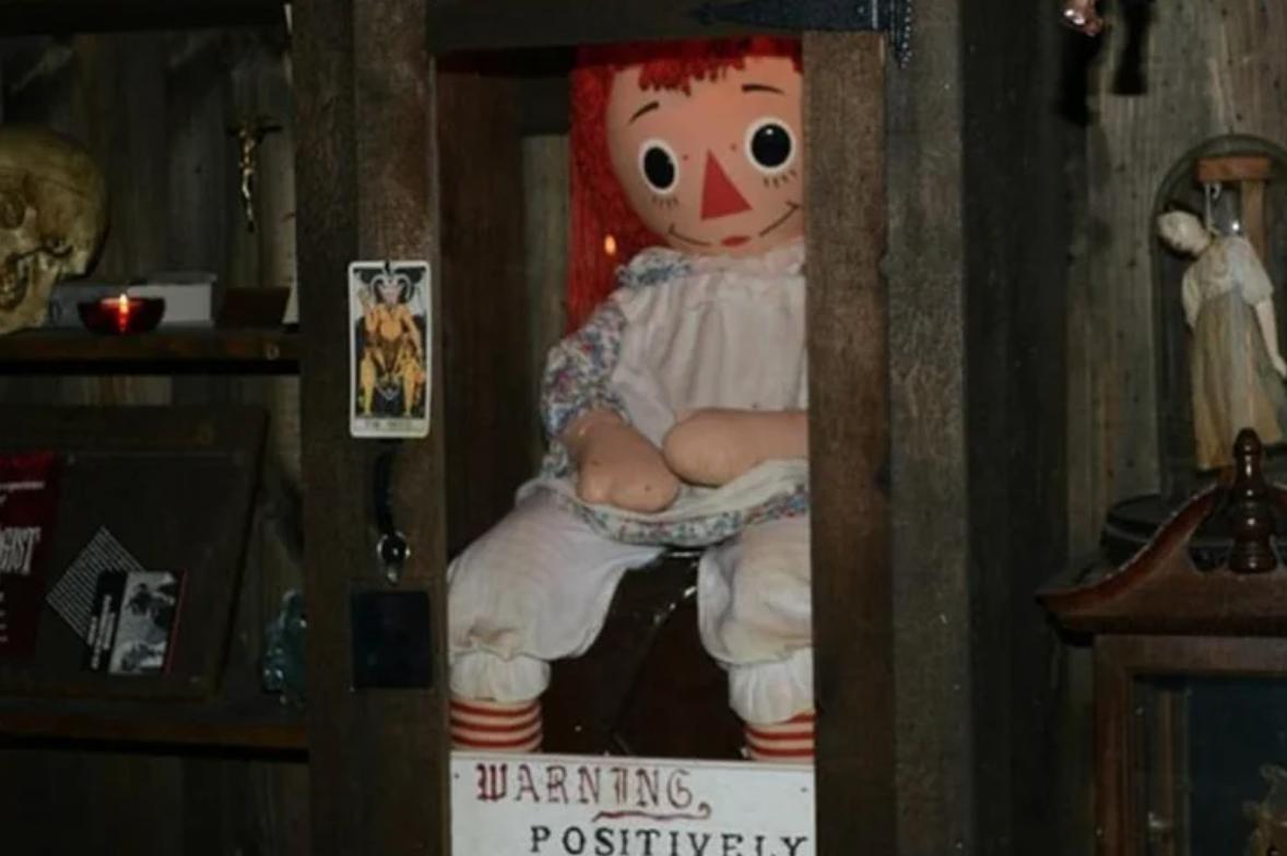Лялька Аннабель у музеї у США