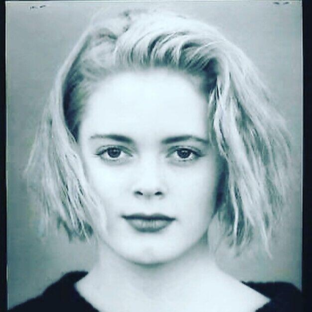Роуз МакГоуэн показала, как выглядела в 15 лет