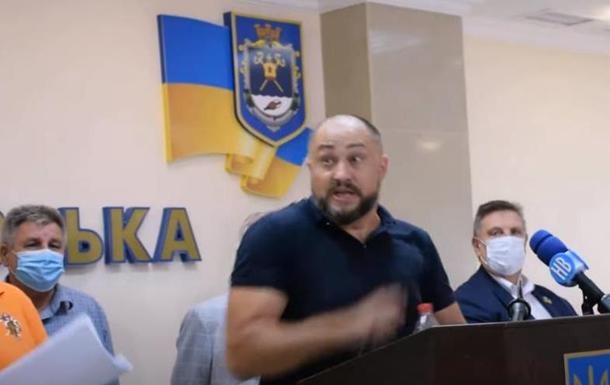 Депутатов от ОПЗЖ в Николаеве забросали яйцами