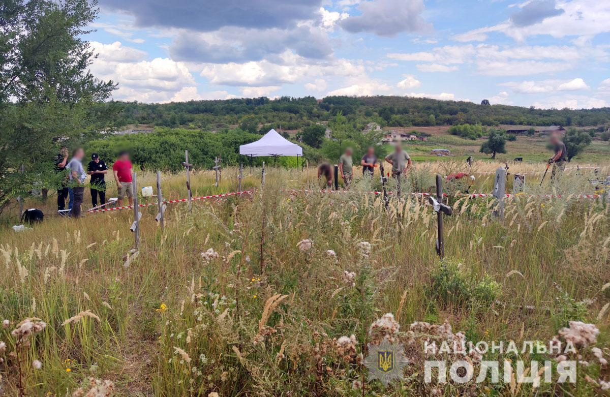 На розкопках були присутні незалежні експерти від Міжнародного комітету Червоного Хреста