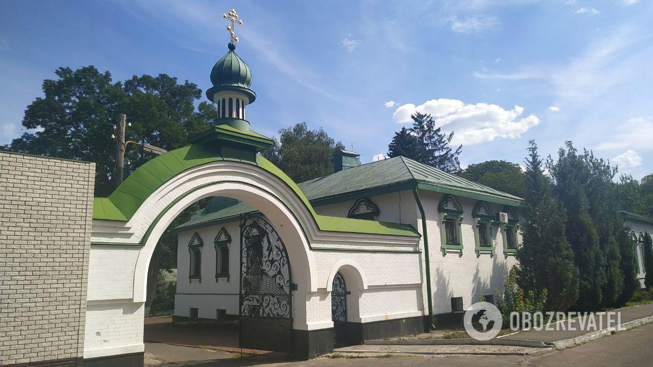 Територія Свято-Троїцького монастиря