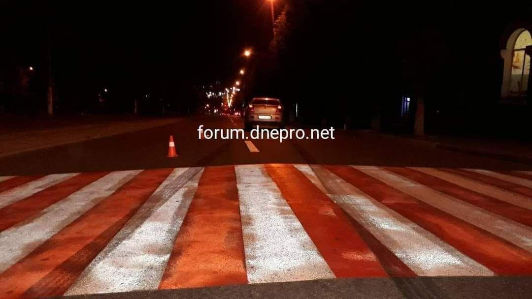 """В Каменском на """"зебре"""" сбили двух женщин с 4-летним ребенком. Фото """"Forum.dnepro.net"""""""