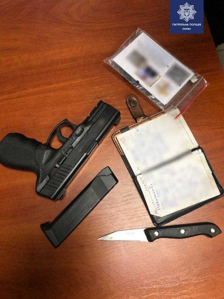 У мужчины, стрелявшего по авто патрульных в Киеве, нашли подозрительный блокнот
