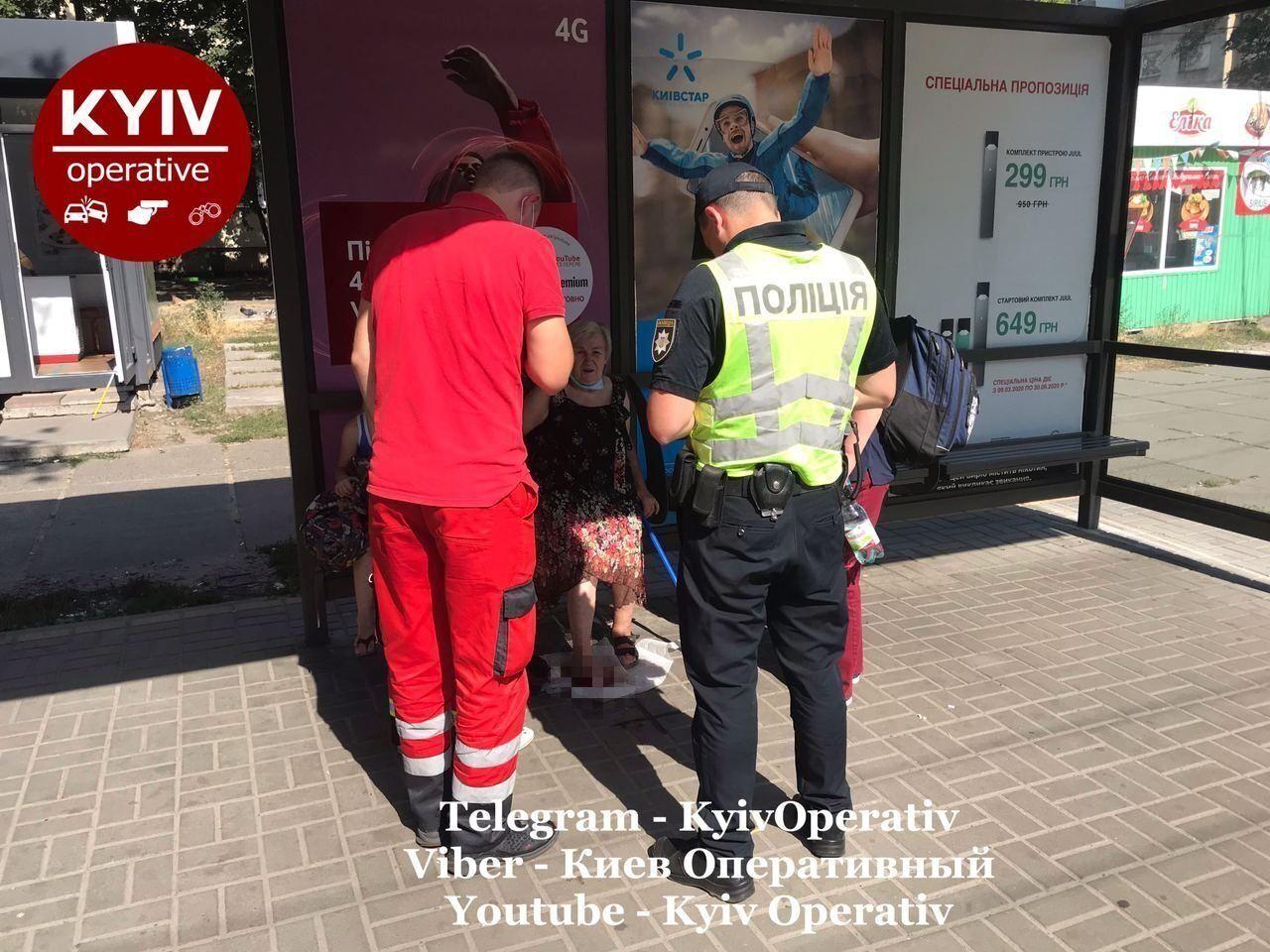 Жінку, яка постраждала внаслідок інциденту з маршруткою у Києві, госпіталізували