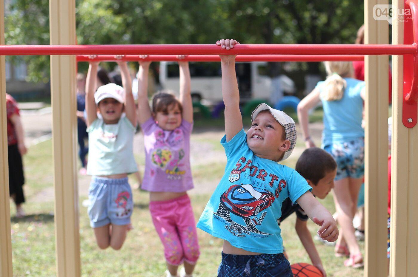 Маленькі українці займаються спортом.