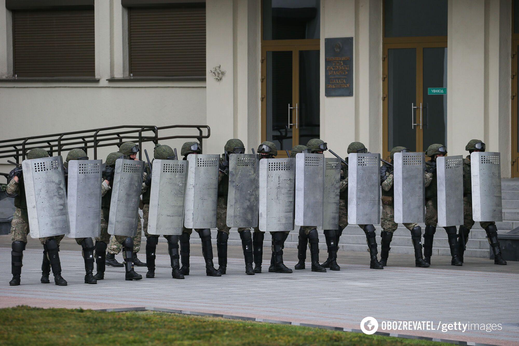 Лукашенко може спробувати ввести воєнний стан, щоб придушити протести