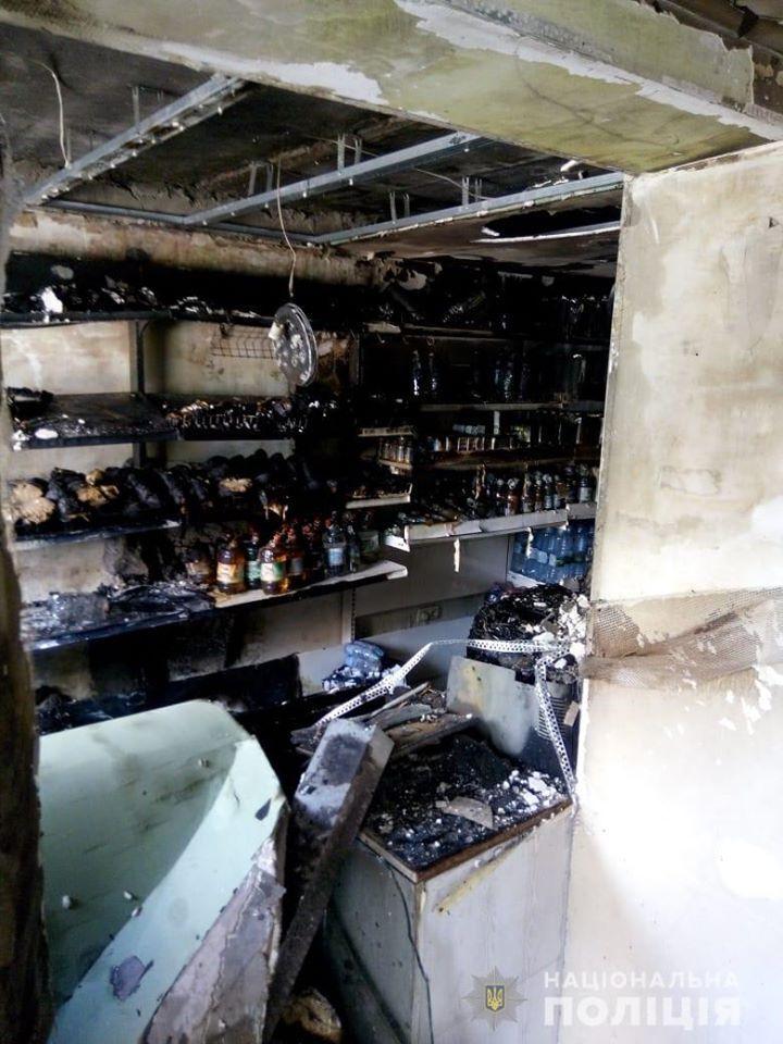 Последствия поджога магазина в Киеве