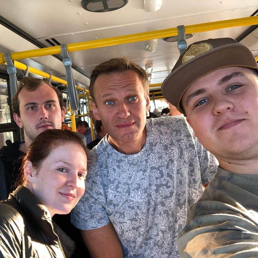 Навальний перед посадкою в літак