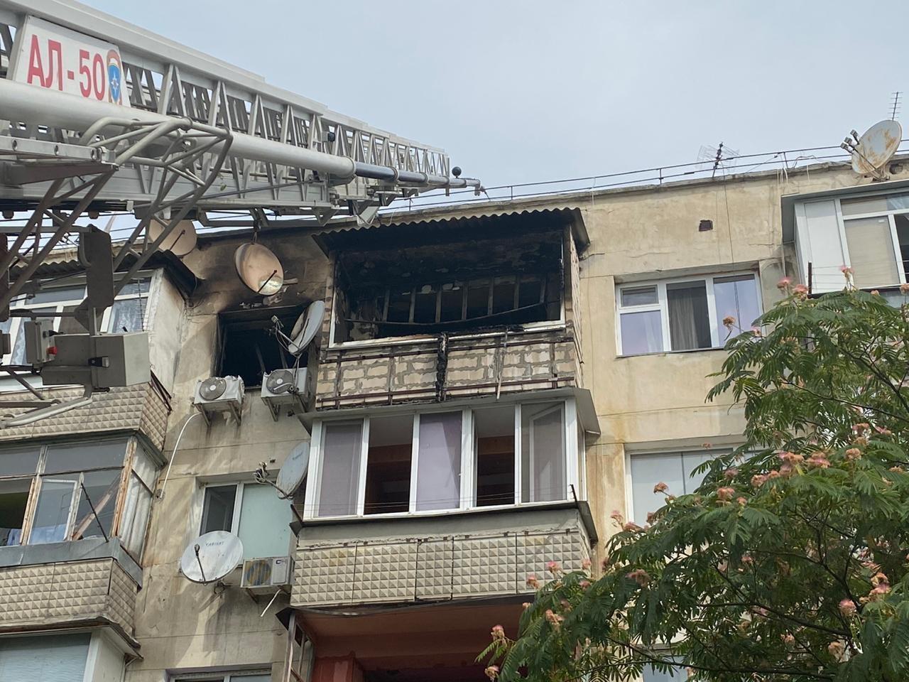 У Севастополі трапився вибух і пожежа в житловому будинку