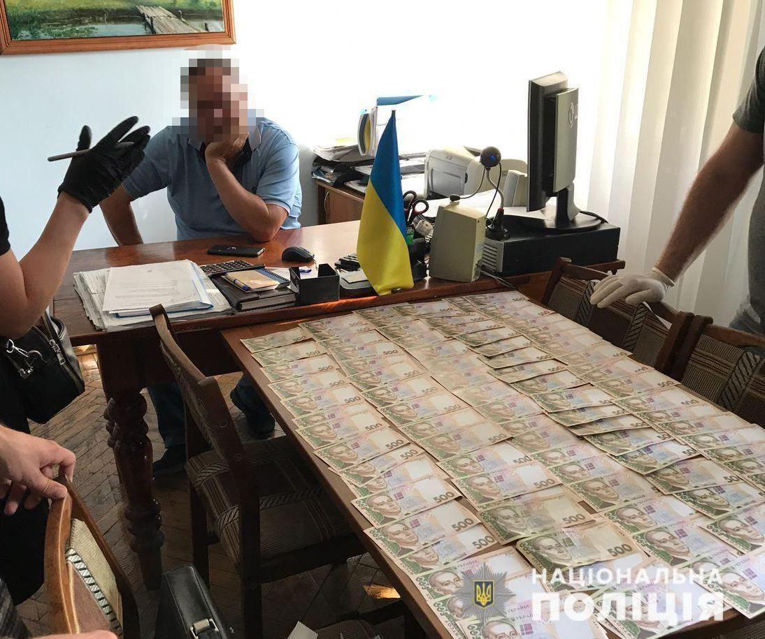 На Дніпропетровщині на хабарі впіймали двох чиновників. Фото пресслужби ГУ НП в Дніпропетровській області