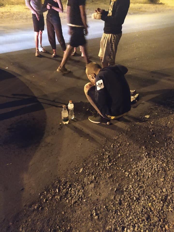 У Дніпрі підлітки на скутері зіткнулися з авто. Фото очевидців