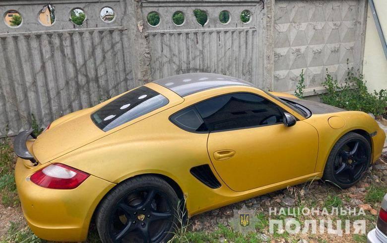 Полиция нашла украденный Porsche Cayman.