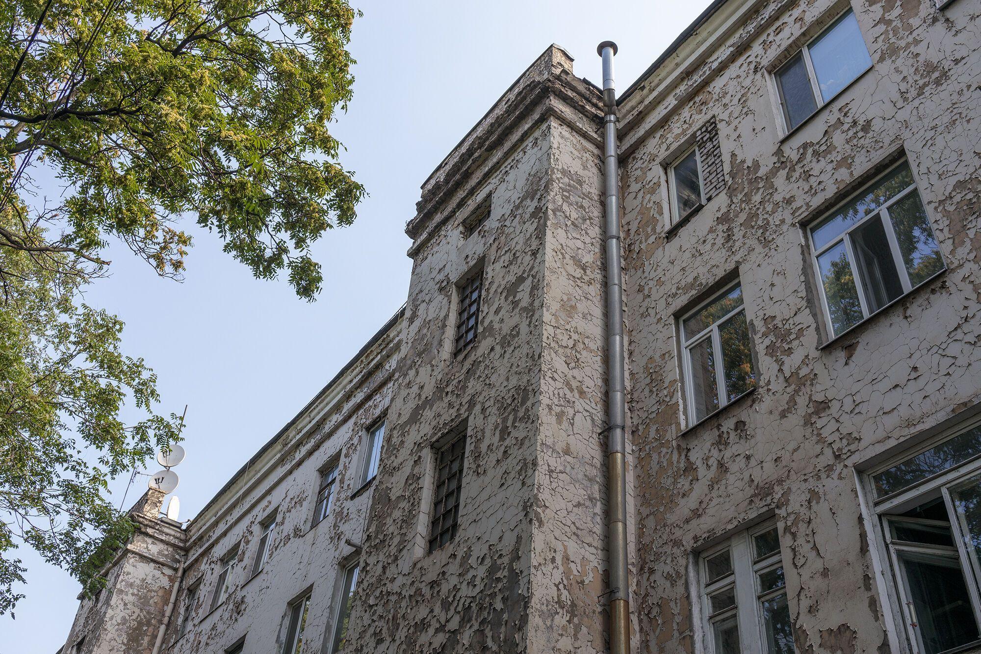 Фасады домов в плачевном состоянии