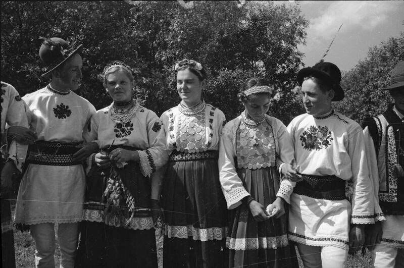 Буковинське весілля у фільмі Олександра Довженка