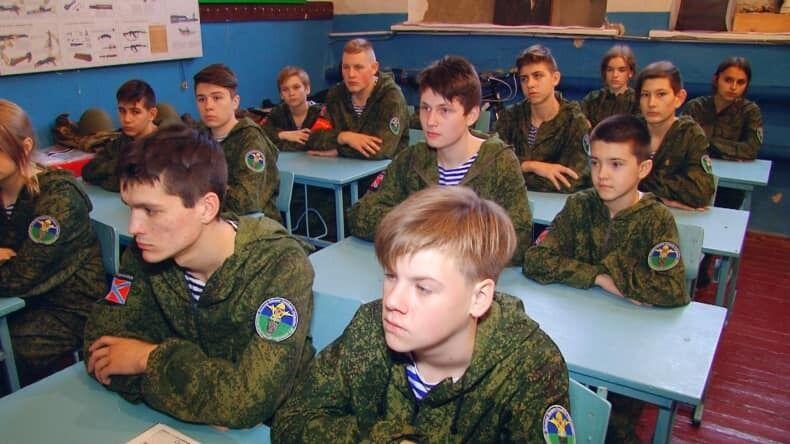 15 серпня відбулися так звані військово-патріотичні збори дітей і молоді Свердловська та Свердловського району