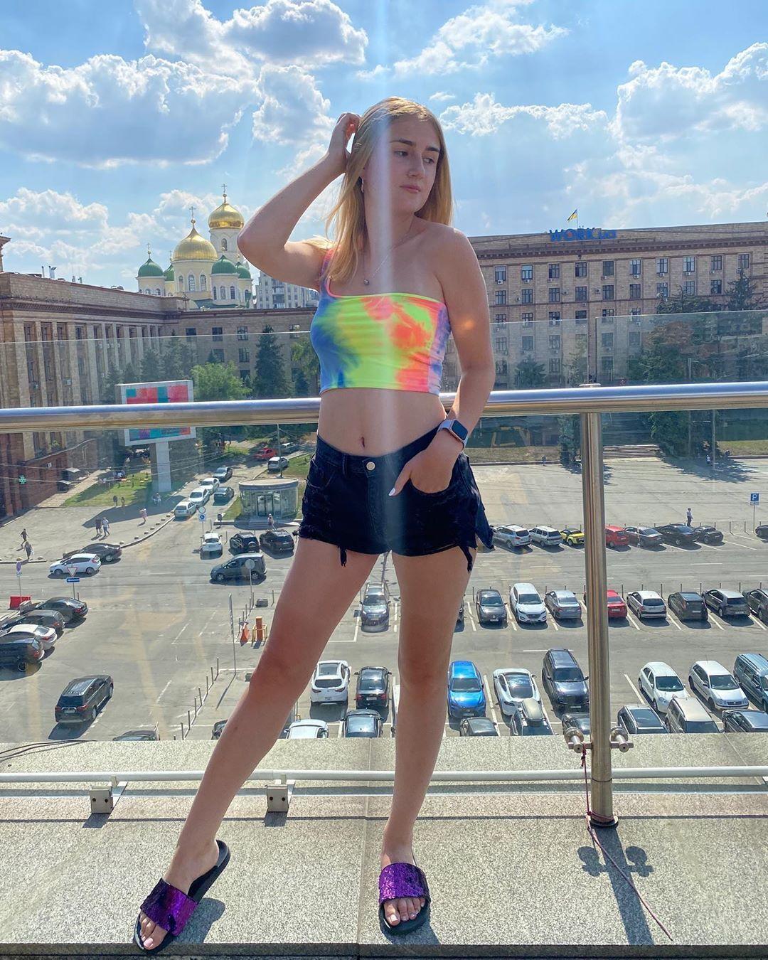 Марія Зобенко на терасі ресторану