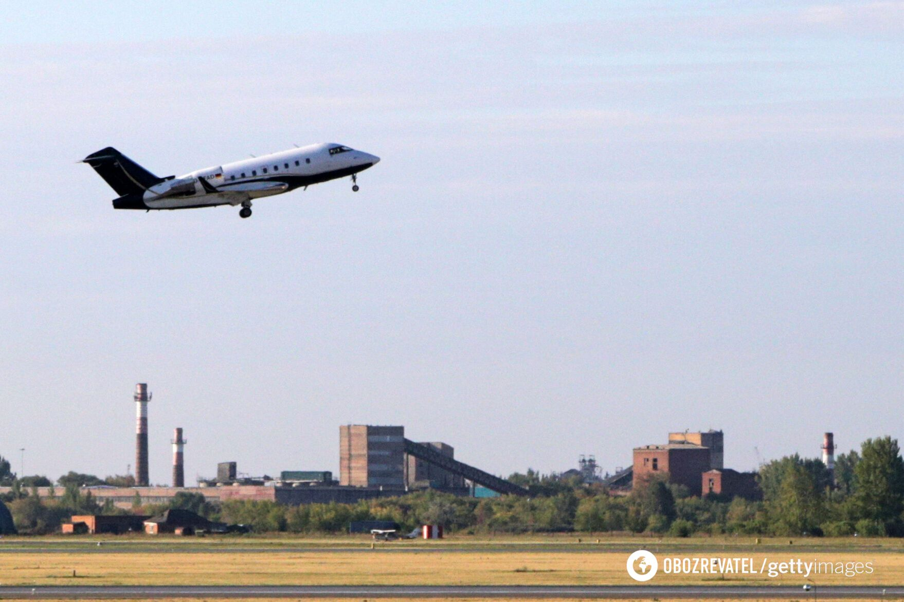 Самолет с Навальным вылетел из аэропорта Омска