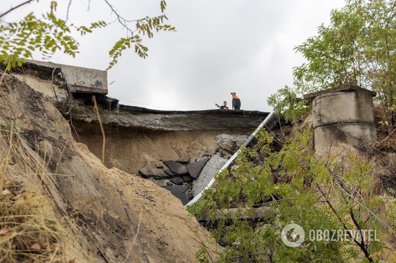 В Каменском мост через Днепр не пережил дождя и обвалился