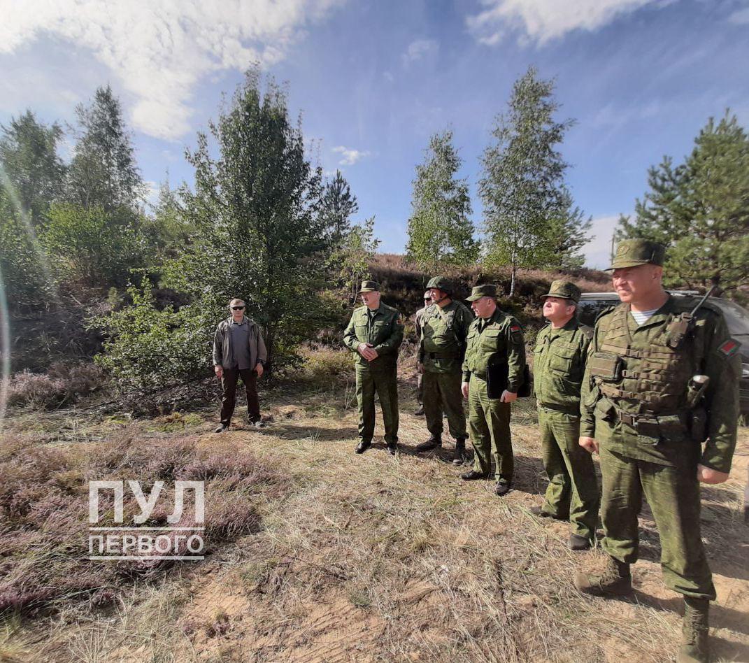 Лукашенко приказал министру обороны принять меры для защиты страны