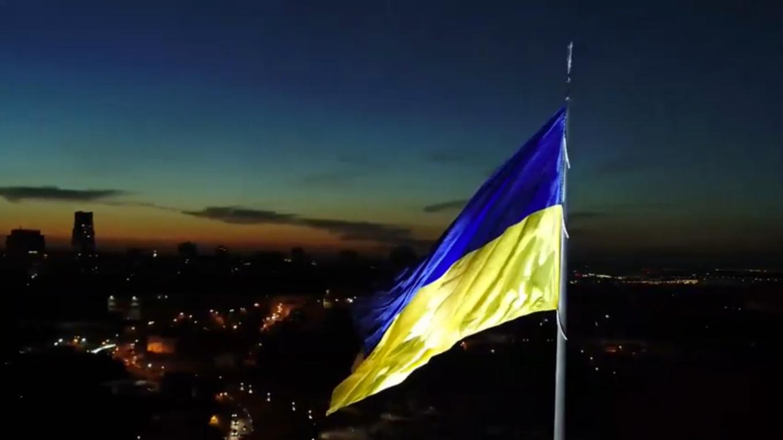 Самый большой в стране флаг.