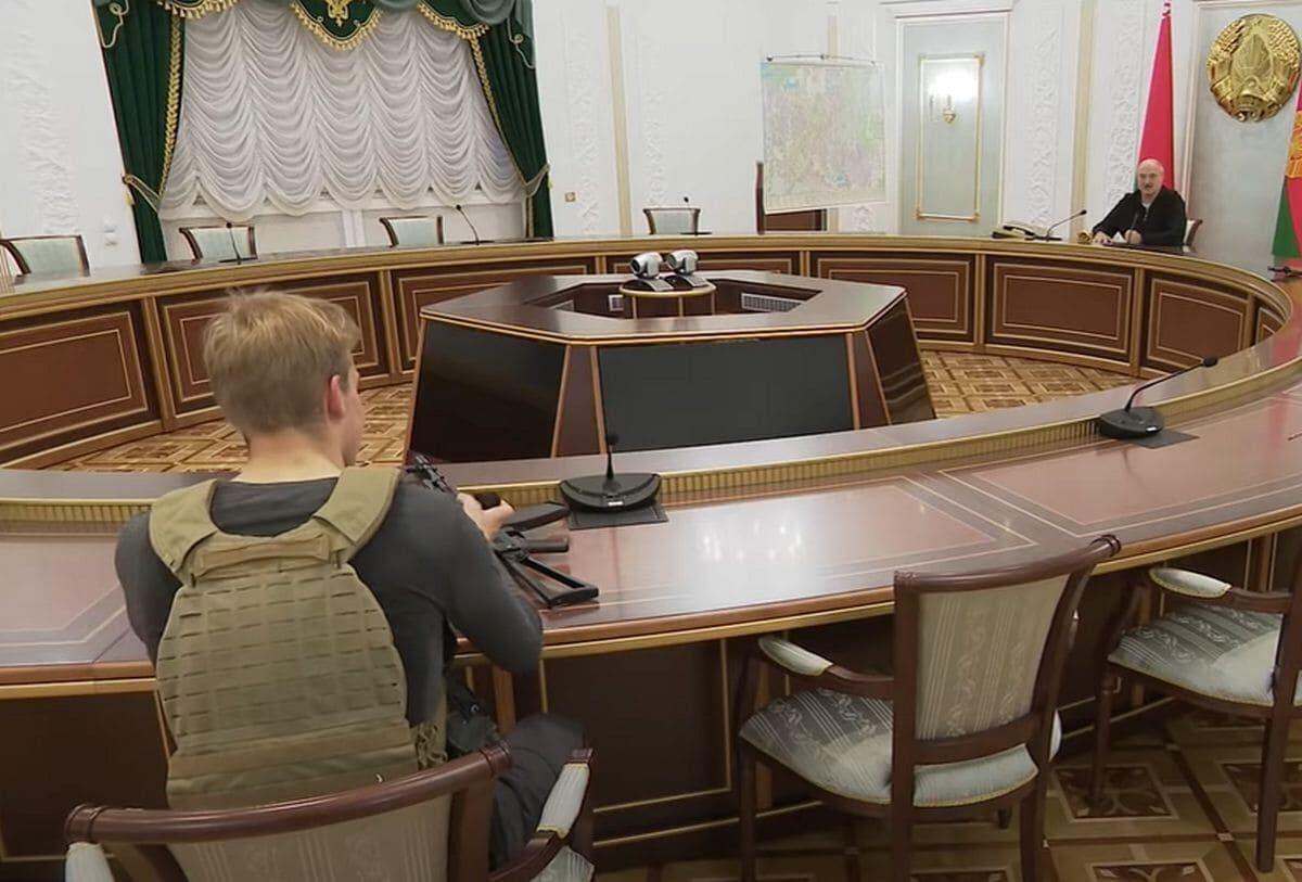 Коля Лукашенко в бронежилеті