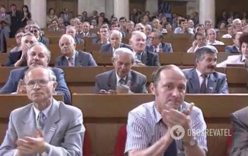 Первую клятву Лукашенко белорусскому народу присутствующие в зале парламента слушали сидя