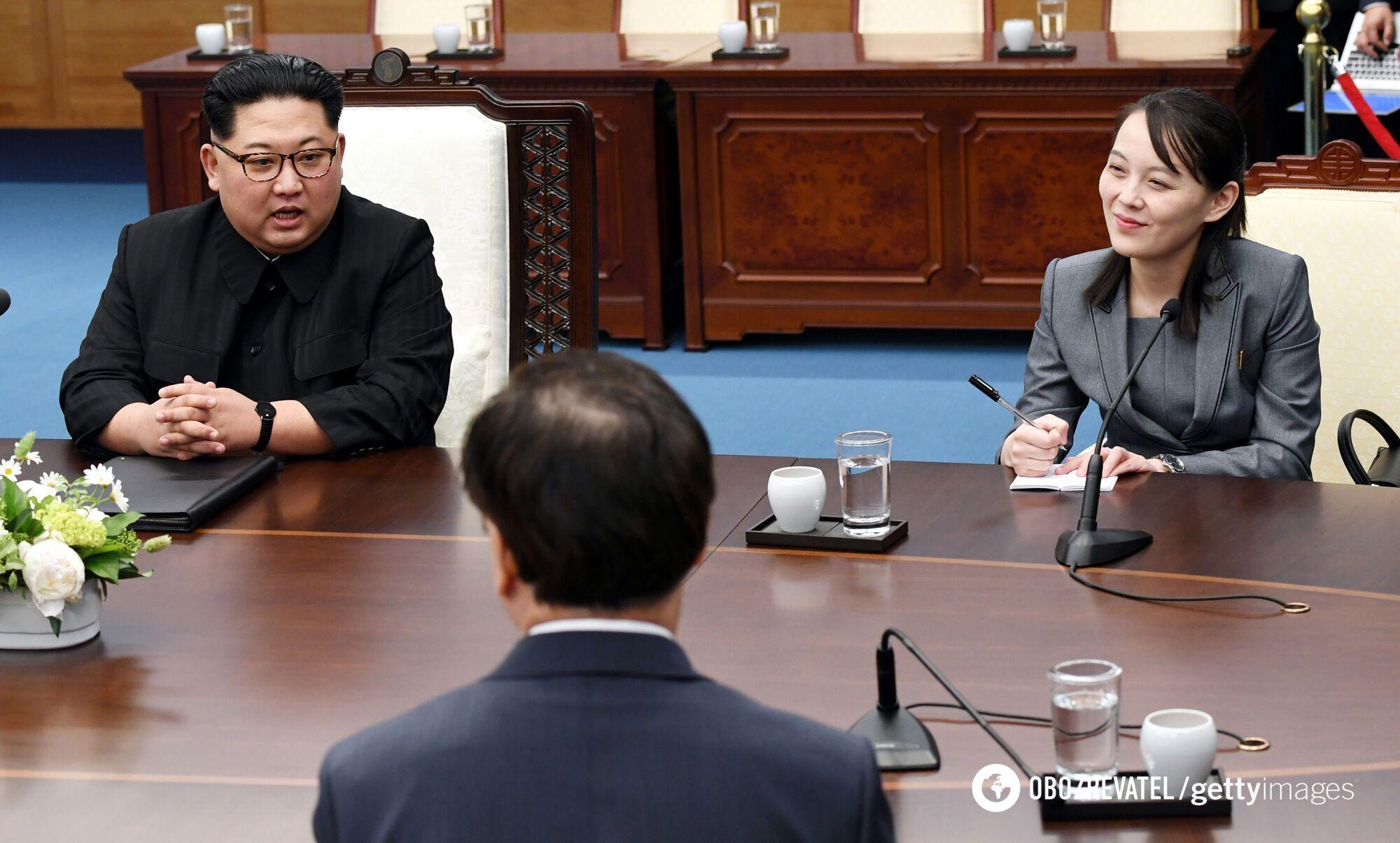 Ким Чен Ын и Ким Е Чжон на межкорейском саммите в Доме мира 27 апреля 2018 года в Пханмунджоме, Южная Корея
