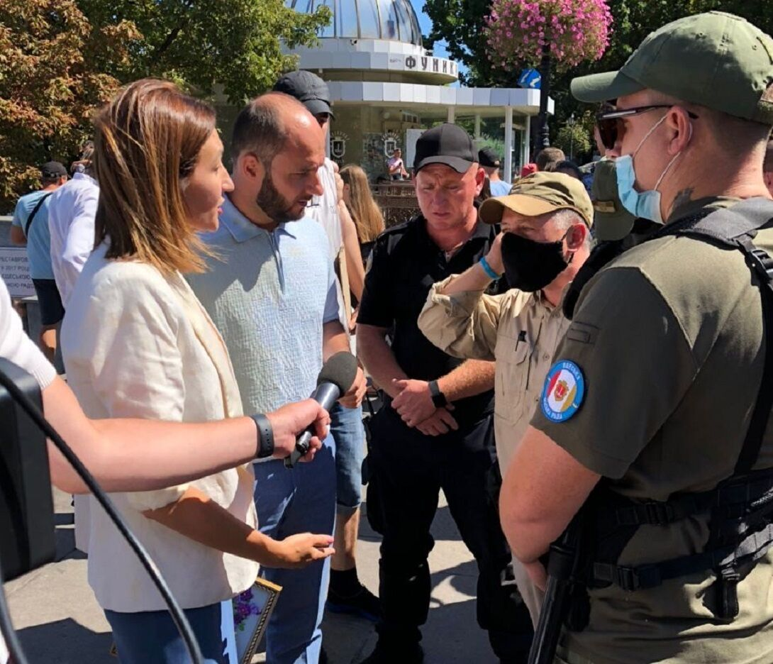 На Плачкову, Гіганова і журналістів напали в Одесі.