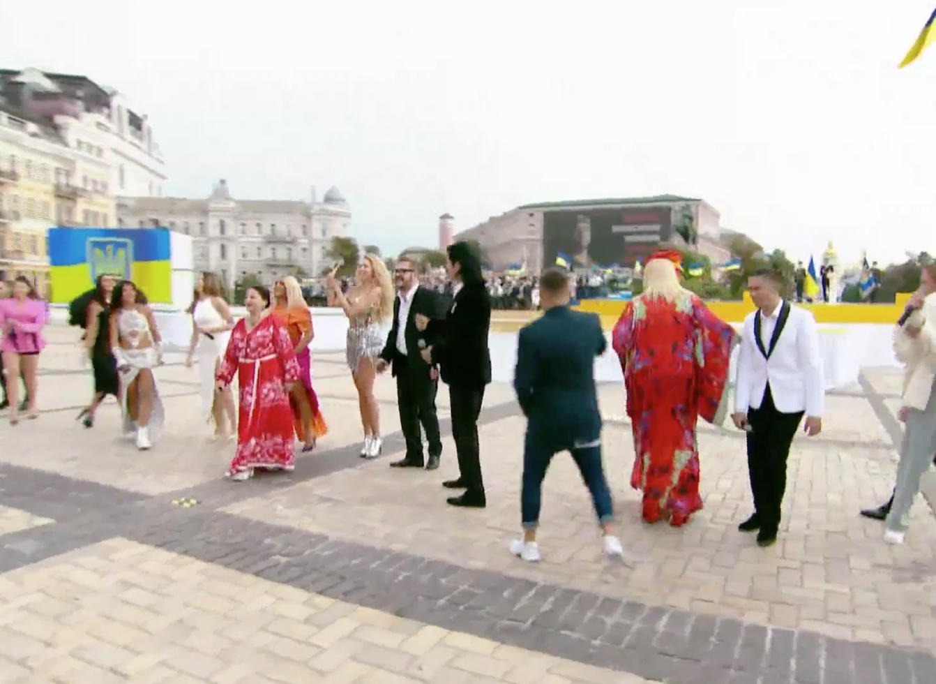 Звезды исполнили попурри из знаменитых украинских хитов