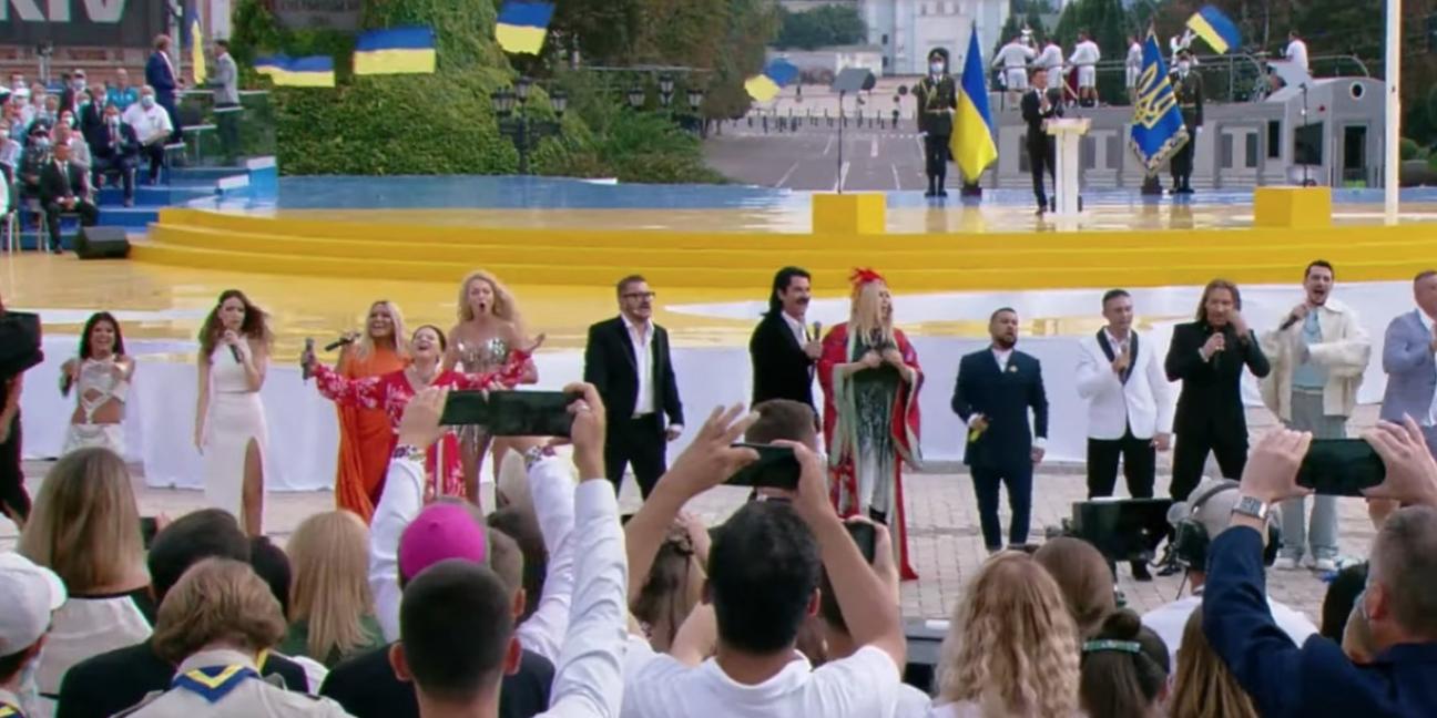 Українські зірки заспівали відомі хіти на День Незалежності