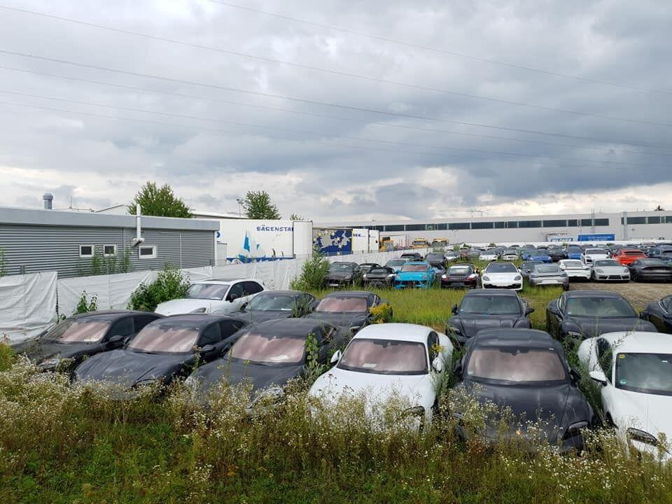 Новые автомобили Porsche, которые нашли в заброшенном состоянии.