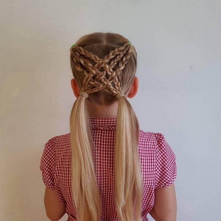 Прическа с хвостами и косами на 1 сентября
