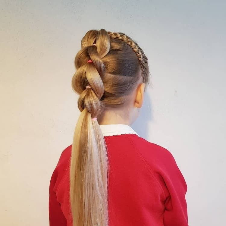 Прическа на 1 сентября на длинные волосы