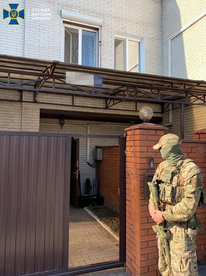 Следователи провели 10 обысков по местам жительства и в офисах фигурантов дела